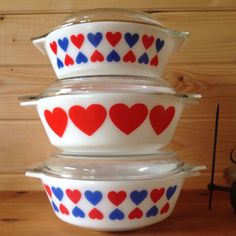 Pyrex Large Hearts Dish size 513 by Onmykitchentable Vintage Pyrex Dishes, Vintage Bowls, Vintage Kitchenware, Vintage Glassware, Rare Vintage Pyrex, Antique Dishes, Vintage Dinnerware, Pyrex Display, Rare Pyrex