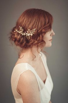 Stunning gold wedding headpiece, gold bridal hair comb, inspired by vintage hair piece. Bridal headpiece is made from gold leaf branches, Wedding Hair Flowers, Hair Comb Wedding, Wedding Hair Pieces, Headpiece Wedding, Flowers In Hair, Bridal Headpieces, Bridal Comb, Pearl Bridal, Gold Leaf Headband