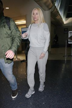 Iggy Azalea in a grey pants
