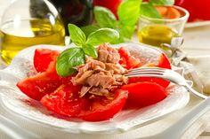 Fresh Tomato Salad with Tuna  1 can tuna & 2 tomatoes  1. Slice the tomatoes and arrange on a plate. 2. Flake the tuna over the top of the tomatoes. 3. Fat-free vinaigrette and serve.
