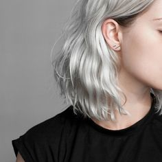 Basics are the foundation of the minimalist wardrobe, they just always work. This is how the Uneven line earrings are best described, simple to style and effortlessly blending into your wardrobe and e Messy Hairstyles, Pretty Hairstyles, Hair Inspo, Hair Inspiration, Short White Hair, Silver Hair, Ombre Hair, Hair Goals, Dyed Hair