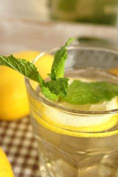 Cinco Quartos de Laranja: Infusão gelada de erva-príncipe com gengibre e limão