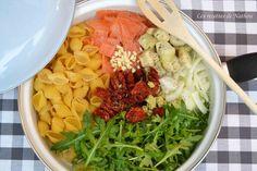 """750g vous propose la recette """"One pot pasta au saumon fumé, tomates séchées et roquette"""" publiée par Invité."""