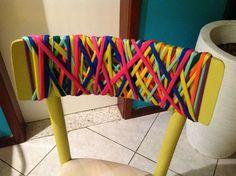 Cadeira com trançados em malha.