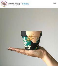 Pottery Painting Designs, Pottery Designs, Pottery Art, Paint Garden Pots, Painted Plant Pots, Flower Pot Crafts, Flower Pots, Pots D'argile, Homemade Art