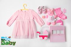 No lo pueden negar, la ropa rosa siempre será lo primero que atrapará su ojo cuando tienen a una nena en camino.
