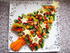 Learn with Play at Home: Healthy Veggie Christmas Tree Share Platter. Cooking with Kids. Christmas Tree Veggie Tray, Christmas Party Food, Xmas Food, Christmas Appetizers, Appetizers For Party, Kids Christmas, Christmas Cooking, Christmas Trees, Veggie Platters