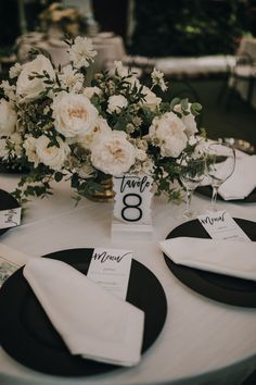 Black Charger Plates Crisp white on a black plate. Wedding Reception Flowers, Wedding Venue Decorations, White Wedding Flowers, Wedding Table Centerpieces, Wedding Table Settings, Floral Wedding, Short Centerpieces, Wedding Ideas, Wedding Details