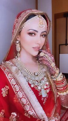 Indian Wedding Bride, Indian Wedding Makeup, Bridal Dupatta, Pakistani Bridal Wear, Bridal Makeup Looks, Bridal Looks, Dulhan Dress, Bridal Jewellery Inspiration, Indian Bridal Photos