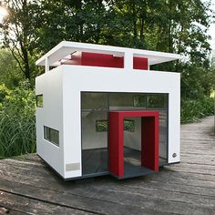 Bauhaus Doghouse The Hundehäuser Cubix is the dream home for the dog who knows his Mies van der Rohe from his Marcel Breuer and has an appreciation for Bauhaus living.