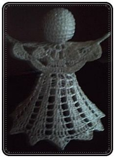 Here are the instructions for this angel! We start at the wing over a … - Amigurumi Crochet Christmas Ornaments, Crochet Snowflakes, Handmade Ornaments, Christmas Angels, Crochet Designs, Crochet Patterns, White And Gold Decor, Free Crochet, Crochet Hats
