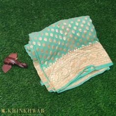 Looking for some beautiful Handloom Banarasi silk sarees? Khinkhwab offers the best collection of Banarasi sarees, from the weavers of Varanasi. Silk Saree Banarasi, Mysore Silk Saree, Lace Saree, Saree Tassels, Indian Silk Sarees, Ethnic Sarees, Chiffon Saree, Georgette Sarees, New Blouse Designs