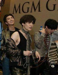namjoon in the back is ME ASF Foto Bts, Bts Photo, Agust D, Min Yoongi Bts, Min Suga, Jhope, Namjoon, Mixtape, Bts Twt