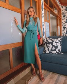 O mix and match perfeito de cores! Fashion Room, Girl Fashion, Fashion Dresses, Womens Fashion, Fashion Shoes, Looks Chic, Looks Style, Casual Summer Outfits For Women, Mode Inspiration