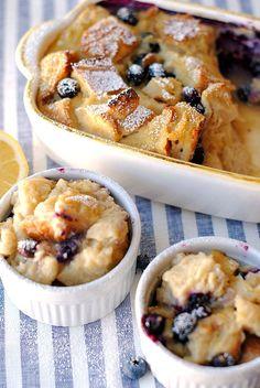 Healthy Blueberry Lemon Bread Pudding - Eat Yourself Skinny - Kristen Drake Bread Recipes Lemon Bread Pudding Recipe, Blueberry Bread Pudding, Easy Pudding Recipes, Pudding Desserts, Köstliche Desserts, Lemon Desserts, Dessert Recipes, Bread Recipes, Pudding Cake