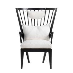 Norrgavels Länstol kombinerar asketisk enkelhet och kunglig komfort. En tidlös möbelklassiker som lyckats väva samman ståtlig formgivningskonst med vardagligt f