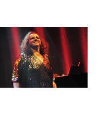 """A cantora Cida Moreira apresenta seu mais recente álbum, """"A Dama Indigna"""", num show no Teatro Santos Dumont, quinta, 28, às 20h. Os ingressos custam R$ 12. O disco traz o mesmo tom da cantora dos anos 1980, com sua voz vigorosa acompanhada pelo som do piano. Como intérprete, a cantora surpreende e tem envolvido...<br /><a class=""""more-link"""" href=""""https://catracalivre.com.br/geral/agenda/barato/cida-moreira-se-apresenta-em-sao-caetano/"""">Continue lendo »</a>"""