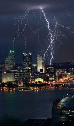 Lightning / Pittsburgh, Pennsylvania USA