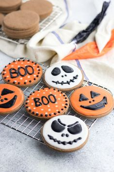 From savory appetizers to spooky sweet desserts, this spooktacular list full of 50+ fun Halloween recipes has everything for one epic celebration! Halloween Pretzels, Halloween Sugar Cookies, Halloween Eyeballs, Sugar Cookie Icing, Chocolate Sugar Cookies, Halloween Chocolate, Halloween Appetizers, Halloween Desserts, Sugar Cookies Recipe
