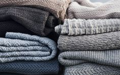 Shop the sustainable home collection from AIAYU. Soft knit pillows and elegant throws made from soft llama wool, organic cotton and luxurious cashmere. High quality natural materials for your home Cute Blankets, Knitted Blankets, Baby Blankets, Knit Pillow, Pillow Room, Chevron Crochet, Textiles, Nordic Design, Baby Blanket Crochet