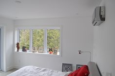 Designer Tips to Integrate Heat Pump and Air Conditioner Units with Existing Interior Design and Decor Built In Furniture, Large Furniture, Hide Cables On Wall, Air Conditioning Installation, Open Bookcase, Heating And Air Conditioning, Built In Shelves, Reno, Modern Room