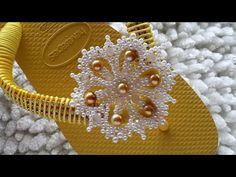 Decorating Flip Flops, Flip Flop Sandals, Designer Shoes, Pendant, Macrame, Crafts, Jewelry, Flip Flop Craft, Decorated Flip Flops