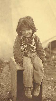 Young Indian boy, possibly Tlingit, Alaska, ca. - American Indians of the Pacific Northwest -- Image Portion - University of Washington Digital Collections Native American Totem, Native American Actors, Native American Spirituality, Native American Children, Native American Pictures, Native American Symbols, Native American Beauty, Indian Pictures, Native American History