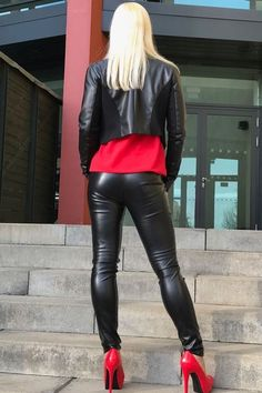 and Rubber outfits Tight Leather Pants, Leather Trousers, Leather Jacket, Shiny Leggings, Leggings Are Not Pants, Sexy Stiefel, Leder Outfits, Latex Fashion, Sexy Outfits