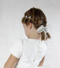 coiffure petite fille d'honneur avec tresses les 2 côtés et rubans