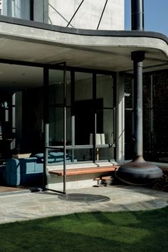 9aa9d8939f246 The curves introduced in the landscaping and suspended outdoor fireplace  act as a counterpoint to the