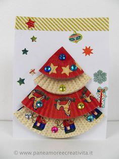 Oggi sul blog Funlab, troverete una mia idea per realizzare insieme ai bambini i primi biglietti di Natale. Per creare questo colorato albero di Natale, protagonista del biglietto, ho riciclato dei pirottini da dolci e li ho impreziositi con le gemme adesive vendute da Funlab. Il biglietto di Natale Tutorial e foto dettagliate per ricrearlo...