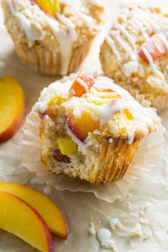 These moist and fluffy Peaches and Cream Muffins are sure to make you weak at the knees! Loaded with fresh peach pieces, topped with buttery … Peach Muffin Recipes, Fresh Peach Recipes, Cake Mix Muffins, Peach Muffins, Cake Mix Recipes, Fruit Recipes, Nutella Recipes, Dried Peaches, Candy