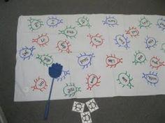 Ook leuk voor spelling: Dit spel speel je met drie kinderen. Kind 1 noemt een woord en kind 2 en 3 slaan met een vliegenmepper zo snel mogelijk op het woord dat genoemd werd. Degene die als eerste slaat heeft een insect gevangen. Wie heeft er na een paar minuten de meeste insecten?