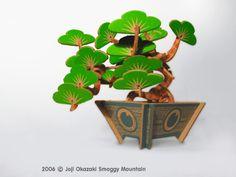 3D Atomic Bonsai (bonzai) Kit Tree from paper. The idea & design of this kit originated in 1997 by an Artist, Joji Okazaki.
