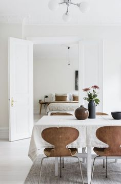 Get inspired by these dining room decor ideas! From dining room furniture ideas, dining room lighting inspirations and the best dining room decor inspirations, you'll find everything here! Living Room White, Home And Living, Dining Room Design, Dining Room Furniture, Furniture Ideas, Dining Rooms, Scandinavian Style, Scandinavian Apartment, Scandinavian Fireplace