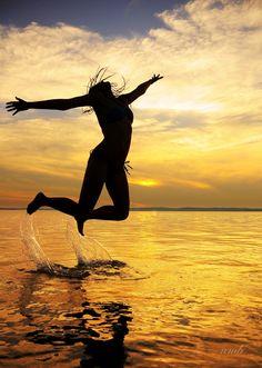 nmb Sunset Jump című képe az Indafotón. Eeeennyire imádom a siófoki naplementéééééééééééét :)