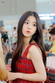 South Korean Girls, Korean Girl Groups, Beautiful Asian Girls, Beautiful Women, Cute Girls, Cool Girl, Face Study, Girl Artist, Olivia Hye