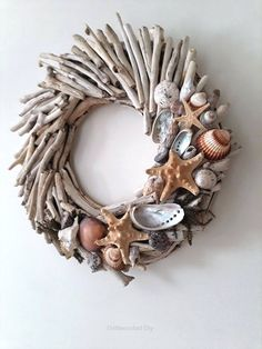 Do you like beach decor? Then this driftwood wreath with starfishes and shells is for you. Welcome your guests into your home with this wreath made from driftwood handpicked from the Greek shores of the Aegean sea, a sea arm of the Mediterranean. Starfish Wreath, Driftwood Wreath, Driftwood Projects, Driftwood Art, Driftwood Ideas, Painted Driftwood, Painted Wood, Seashell Crafts, Beach Crafts