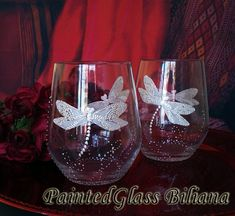 Hey, I found this really awesome Etsy listing at https://www.etsy.com/listing/193156130/set-of-2-hand-painted-wine-glasses-white