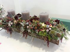 Lisa Fowler's beautiful table design won her a second place. Gorgeous detail and I love the use of the pansies