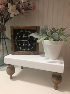 Most recent Free of Charge Farmhouse Desk and bookshelf Thoughts This is my first wood project ever. No prior experience and no tools. I began really from scratch. Work Cubicle Decor, Cute Cubicle, Cubicle Organization, Work Desk Decor, Office Space Decor, Cubicle Shelves, Office Cubicles, Cubicle Decorations, Cubical Ideas