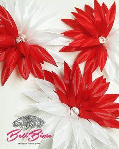 """Polubienia: 14, komentarze: 0 – Biżuteria z sutaszu #BetiBizu (@beti_bizu_handmade) na Instagramie: """"Biało-czerwona ozdoba do włosów i nie tylko! . #betibizu #handmade #satin #flower #red #white…"""" Christmas Wreaths, Holiday Decor, Sport, Instagram, Home Decor, Deporte, Decoration Home, Room Decor, Sports"""