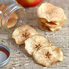 Healthy Snacks Choose your favorite apple variety to make these simple and healthy baked cinnamon apple chips! These crisp apple chips are delicious and addicting, without the guilt! Gourmet Recipes, Snack Recipes, Dessert Recipes, Cooking Recipes, Skillet Recipes, Cooking Gadgets, Cooking Tools, Easy Snacks, Healthy Snacks