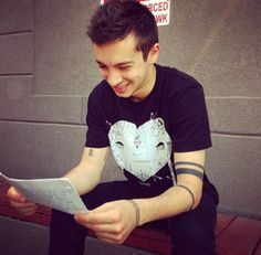 If he is reading fanmail than that will make me so happy because it makes me hopeful that maybe someday he'll read mine