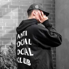 """497 Me gusta, 26 comentarios - Tim™ (@timle_) en Instagram: """"the only club i join / @laexsph ----------------------------------------- Cap:…"""" Best Street Outfits, Urban Fashion, Mens Fashion, Anti Social Social Club, Ulzzang Boy, Streetwear Brands, Bape, Sweater Hoodie, Hypebeast"""
