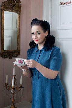Photo by Vanessa Forstén. Earrings: Ibero.  pin-up - tea - villa - elegant - vintage dress
