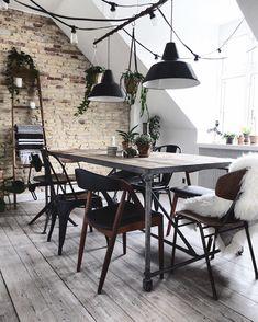 Vores Spisestole Mix Small Space Interior Design, Decor Interior Design, Interior Design Living Room, Diy Tisch, Sweet Home, Dining Room Lighting, Cozy Place, Dining Room Design, Dining Area