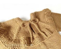 Knitted Ruffle Sweater for girl – Pattern & Tutorial How To Start Knitting, Knitting For Kids, Baby Knitting Patterns, Crochet For Kids, Crochet Baby, Baby Girl Cardigans, Girls Sweaters, Knitted Baby Cardigan, Girl Outfits