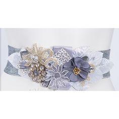 Cinturón de flores de tela y cristales en tonos plateado 20479798a0e2