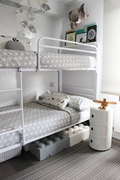 Amueblar una habitación infantil compartida Room Ideas Bedroom, Small Room Bedroom, Kids Bedroom, Twin Beds For Boys, Girls Bunk Beds, Bunk Bed Decor, Dorm Room Layouts, Built In Bed, Bunk Rooms